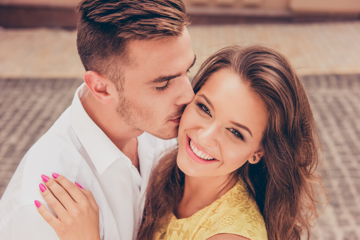 man kissing woman - What Does his Kiss Say about His Feelings