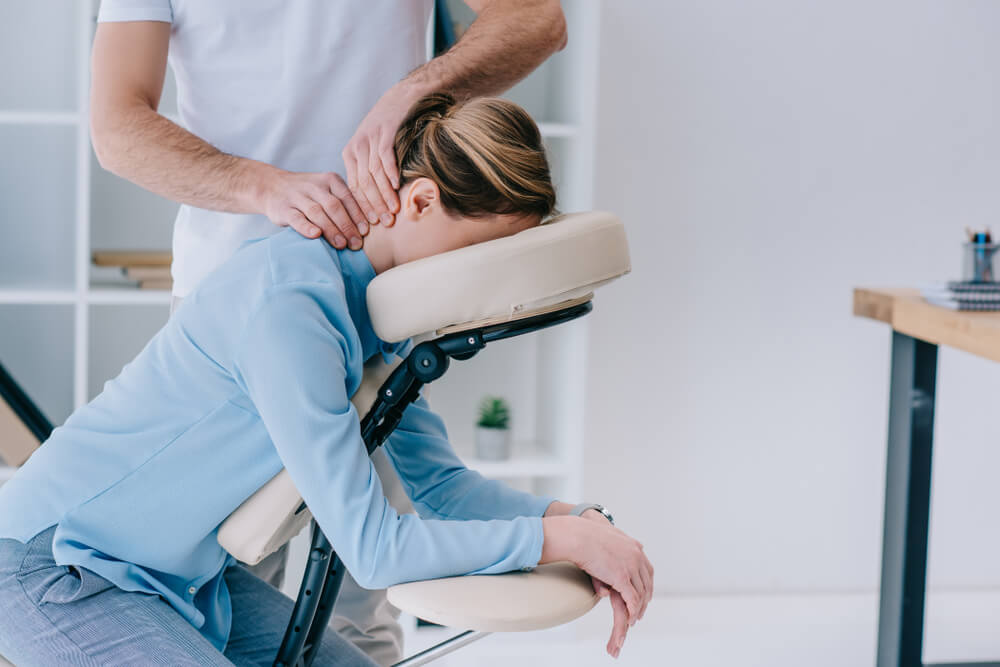 neck massage -How to Tell If Your Massage Therapist Is Flirting